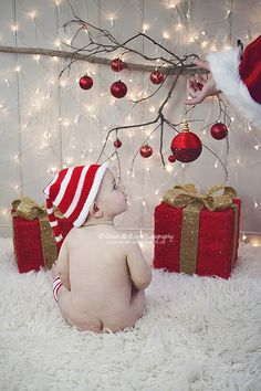 Cut off the top of a cheap santa hat and have mum or dad pretend it's a sleeve #christmasminisessions #christmasphotography #thephotographersboutique