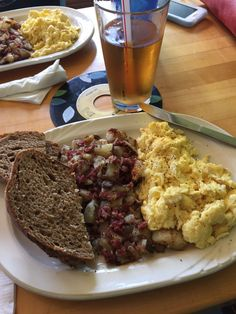 Cafe Ollie, Restaurant in Ypsilanti, Michigan - corned beef hash with rye and eggs