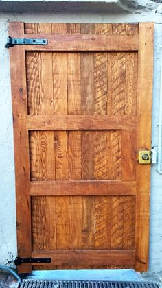 pallet-made-door                                                                                                                                                                                 More