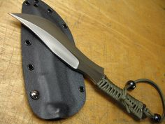 Zirah Bouk Recurve by American Kami OVERALL LENGTH: 11.5 Inches BLADE LENGTH: 7.0 Inches BLADE THICKNESS: 0.25 Inch STEEL: 1095, Differentially heat treated GRIND: Hollow right hand chisel EDGE: Standard chisel HANDLE: Paracord