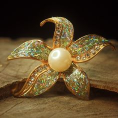 Pearl Sparkle Brooch to compliment every occasion  #craft365.com