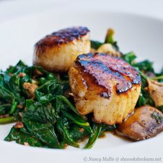 Seared scallops with apple cider balsamic glaze    ■10 jumbo sea scallops   ■3 slices bacon   ■10 ounces baby spinach   ■4 ounces mushrooms (I used a mix of cremini, oyster, and shitake)   ■butter   ■kosher salt and freshly ground pepper (or pepper blend)   ■~3/4 cup unfiltered apple cider   ■~2 tablespoons balsamic vinegar   ■~1 tablespoon honey
