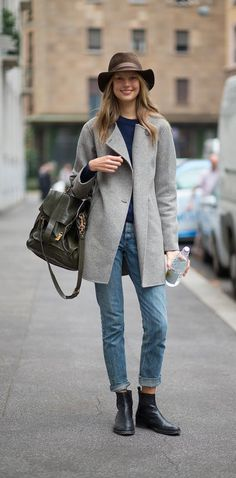 Gray coat + Tote bag + Hat.