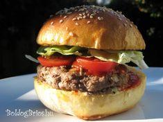 Saját készítésű, ízletes, vegyszermentes hamburger zsemle recepttel ajándékozom meg látogatóimat. Császárzsömleként is fogyaszthatod.