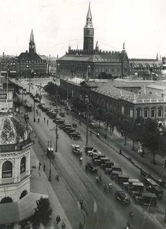 View of the city hall and the Palace Hotel right next to it.