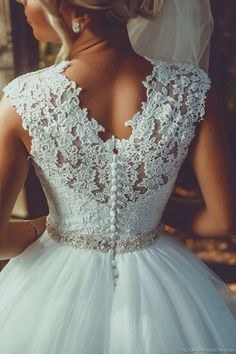 Ball Gown wedding dress with lace and tulle!