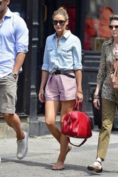 赤いショートパンツとバッグがガーリーカジュアルで可愛いスタイリング *ダンガリー春夏ファッション*
