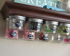 organizador com potes de vidro pequenas