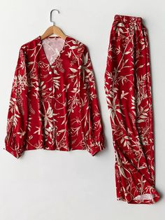 Best Satin Women Pajamas Sets Print V-Neck Long Sleeves Casual Sleepwear online, sexy and hot Satin Women Pajamas Sets Print V-Neck Long Sleeves Casual Sleepwear is hot sale at NewChic Plus Size Pyjamas, Plus Size Sleepwear, Cute Sleepwear, Sleepwear Sets, Sleepwear Women, Pajamas Women, Cute Pajama Sets, Pyjama Sets, Satin Pyjama Set