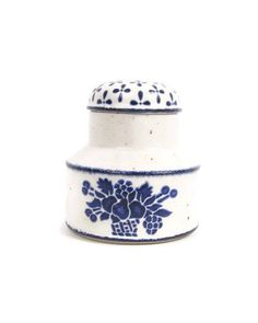 The latest addition to my #etsy shop: Vintage Midwinter Stonehenge Country Blue Lidded Sugar Bowl England Covered Jar Jessie Tait Earthenware Speckled Glaze Pottery http://etsy.me/2C6NQ19 #housewares #serving #white #blue #midwinter levintagegalleria@etsy.com