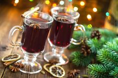 German holiday traditional recipe, Glühwein or spiced wine recipe to make at home. Ponche Navideno, Alcoholic Drinks, Beverages, Spiced Wine, Winter Cocktails, Mulled Wine, Gin And Tonic, Holiday Sales, Wine Recipes