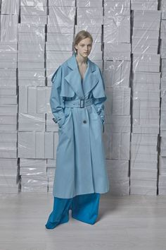 Vika Gazinskaya Spring 2018 Ready-to-Wear Fashion Show High Fashion, Fashion Show, Fashion Looks, Fashion Outfits, Fashion Design, Fashion Trends, Style Fashion, Trench Coat Style, Rain Wear