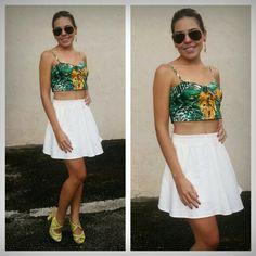 Top cropped tropical + saia lady like em linho off White Maria Antonieta. Look perfeito para um sábado ♡♡   #antonietasofistic  #mariaantonieta  #tropical #verao2015  #primavera2014  #topcropped
