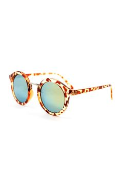 Our newest  Sienna sunnies are sure to turn heads on the boardwalk! They also make a great gift under $25. :)