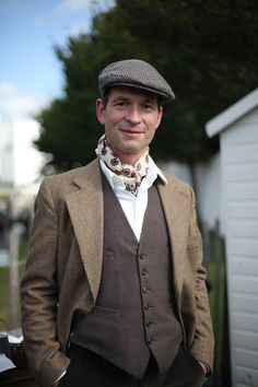 Great example of traditional tweed country sports attire from Goodwood Revival, and nice to see the silk scarf (or neckerchief) being used here in an authentic way too. Jonathan Daniel Pryce for WGSN street shot, Goodwood Revival 2012 1940s Fashion, Vintage Fashion, Mens Scarf Fashion, British Country Style, Victorian Gentleman, Ways To Wear A Scarf, Goodwood Revival, Cycle Chic, Mens Caps