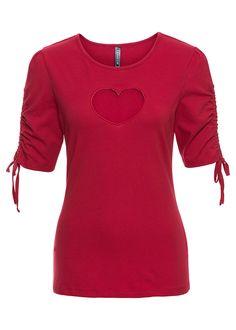 Atrakcyjny shirt ze zdobieniami na rękawach i wycięciem w kształcie serca w dekolcie.