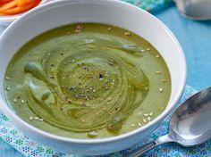 Avec les lectrices reporter de Femme Actuelle, découvrez les recettes de cuisine des internautes : Soupe de fanes de carottes au gingembre