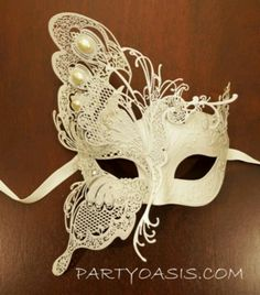 Kiras wedding mask