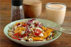 Salade pois chiches, tomate, coeur de palmier, oignon rouge, feta & huile de chanvre