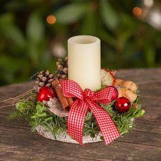 Clic para ver mas Christmas Advent Wreath, Easy Christmas Decorations, Wooden Christmas Ornaments, Christmas Arrangements, Christmas Room, Nordic Christmas, Christmas Candles, Christmas Centerpieces, Simple Christmas