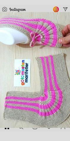 knitting inspiration kolay bayan patik yapl/bayan patik modeli/iki i ile p Salvabrani Einfache Damenstiefeletten Konstruktion / Damenstiefelettenmodell / Zwei Spiee mit P Salvabrani Knitting Blogs, Knitting Socks, Knitting Stitches, Knitting Patterns Free, Free Knitting, Knitting Projects, Baby Knitting, Crochet Baby, Crochet Projects