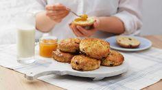 """Scones kalles """"quick bread"""" fordi de ikke trenger å heve. Det gjør denne baksten…"""
