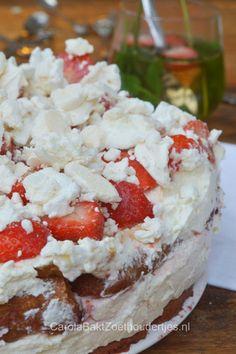Strawberry tiramisu, let's try! Baking Recipes, Cake Recipes, Dessert Recipes, Desserts, Strawberry Tiramisu, Donna Hay Recipes, Trifle, Dessert Bars, High Tea