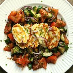 Hands up if you're a sucker for grilled cheese 🙋♀️👋🏼🙋♀️ Halloumi op z'n best 😋 Het recept voor deze koud-warm-salade vind je via de rechtstreekse link in mijn profiel 👉🏼 . . . . . #healthy #fresh #real #pure #food #healthyfood #healthylife #fitfood #summervibes #eatyourgreens #eathealthy #eatclean #cleaneating #plantbased #plantpower #gezond #gewoongezond #puureten #glutenfree #veggie #halloumi #cheese #lowcarb #proteinrich