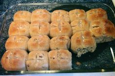 Hot Cross Buns - Bread Machine This is the BEST and EASIEST recipe for hot cross buns. I make a few batches of them every Easter and they never last long. Cross Buns Recipe, Bun Recipe, Bread Machine Recipes, Bread Recipes, Bread Machines, Starter Recipes, Breville Bread Maker Recipes, Top Recipes, Recipies