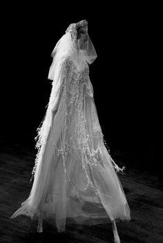 Bride on stilts Look Fashion, Fashion Art, Fashion Show, Ghost Fashion, Fashion Details, Fashion Design, Glamorous Wedding, Dream Wedding, Fantasy Wedding