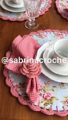 Quilting Projects, Crochet Projects, Sewing Projects, Crochet Fabric, Crochet Doilies, Button Hole Stitch, Diy Home Crafts, Decoration Table, Craft Sale