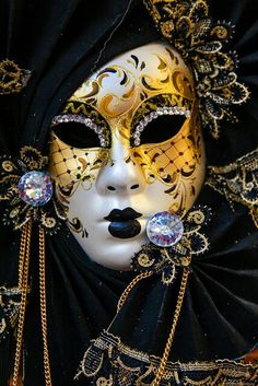 Master of disguise: a Venetian mask NIce detail, lots of cool colours, a pontential canidate for project by vera Mardi Gras Carnival, Venetian Carnival Masks, Carnival Of Venice, Venetian Masquerade, Masquerade Party, Masquerade Masks, Venitian Mask, Costume Venitien, Venice Mask