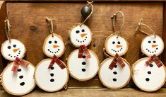 Kids Christmas Ornaments, Christmas Ornaments To Make, Christmas Crafts For Kids, Diy Christmas Gifts, Christmas Projects, Holiday Crafts, Wood Ornaments, Wooden Christmas Decorations, Homemade Ornaments