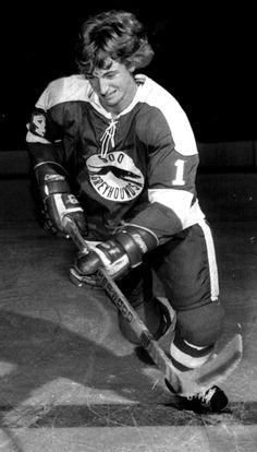 Wayne gretzky - soo greyhounds legends of sports Women's Hockey, Hockey Cards, Hockey Players, Volleyball Cheers, Worst Injuries, Maple Leafs Hockey, Wayne Gretzky, Sport Icon, National Hockey League