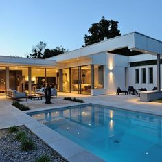 Villa Wa is a 2012 project by Laurent Guillaud-Lozanne. This modern residence is located in France.