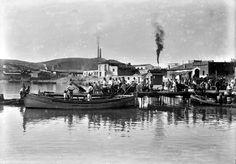 Carga o descarga de mercaderías en el muelle del puerto de mazarronCarga o descarga de mercaderías en el muelle del Paseo del Mar de Mazarrón. Murcia (1910 /1920)
