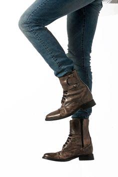 37a168798849a9 Des Bottes même en été #chaussuresrehaussantesdeluxe #prenezdelahauteur  #fashion #chaussuresrehaussantes #plusdestyle # #intsafashion  #chaussurespourhommes ...