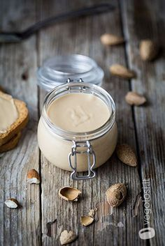Crema di mandorle fatta in casa B Food, Love Food, Sweet Recipes, Vegan Recipes, Ketchup, Healthy Sauces, Homemade Rolls, English Food, Vegan Cake