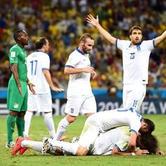 World Cup 2014: Greece given last-minute penalty to beat Ivory Coast 2-1 and progress to second round