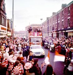 """"""" A rare colour snap of the 1973 FA Cup homecoming victory parade in Sunderland. Sunderland Football, Sunderland Afc, Sunderland England, Chelsea Team, Leeds United Fc, Nostalgic Pictures, Victory Parade, Victorian Buildings, North East England"""
