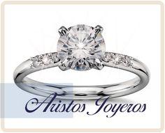 Diseño de anillo en oro blanco 14kl con diamante central 0.50ct y laterales, especial diseño de compromiso!