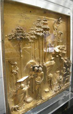 """""""Puertas del Paraíso"""" - Fundición de bronce dorado de Lorenzo Ghiberti en el Baptisterio de Florencia en Florencia, Italia."""