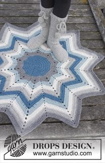 """Pole Star - Crochet DROPS rug with stripes and zig-zag pattern in """"Eskimo"""". - Free pattern by DROPS Design"""