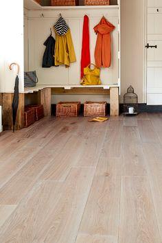35 Ideas light natural wood floors hallways for 2019 Rustic Wood Floors, Natural Wood Flooring, Real Wood Floors, Solid Wood Flooring, Engineered Hardwood Flooring, Oak Flooring, Flooring Ideas, Farmhouse Table Legs, Grey Wood Tile