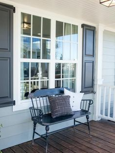 Home Renovation Outdoor Chip and Joanna Gaines may be miracle workers but they simply can't do everything. So when they opened Magnolia House B Fixer Upper Joanna, Magnolia Fixer Upper, Magnolia Market, Magnolia Homes, Magnolia Farms, Joanna Gaines, House Beds, Carriage House, Home Renovation