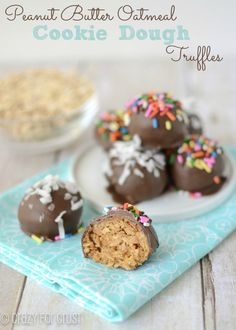 Peanut Butter Oatmeal Cookie Dough Truffles - Crazy for Crust (Creative Baking Peanut Butter Oatmeal) Köstliche Desserts, Delicious Desserts, Dessert Recipes, Yummy Food, Peanut Butter Oatmeal, Peanut Butter Cookies, Baked Oatmeal, Oatmeal Cookies, Candy Recipes
