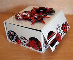 boite rouge noir blanc