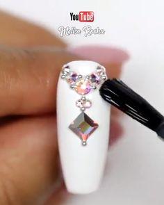 Amazing stone nail art By: Melisa Rocha Bright Summer Acrylic Nails, Diy Acrylic Nails, Diy Nails, Nail Nail, Nail Gems, Pretty Nail Art, Cute Nail Art, Nail Art Diy, Nail Art Designs Videos
