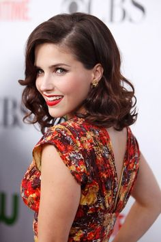 I loooove love love Sophia Bush's hair, make-up, and dress!