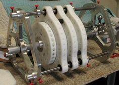 """El principio básico de este """"motor """" es transformar la fuerza magnética de los imanes permanentes, repulsivas o atractivas , en mov..."""